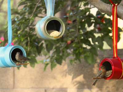 Comedouros de pássaro feito com latas de alumínio